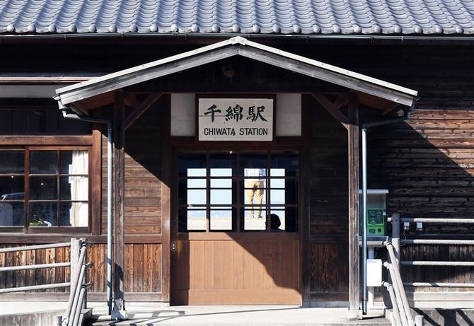レトロな雰囲気のJR千綿駅